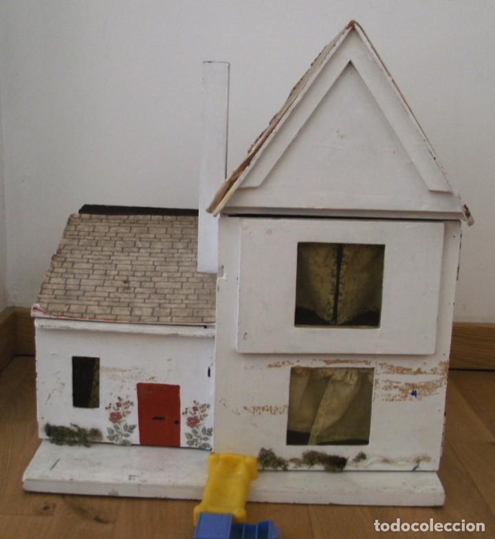 Casas de Muñecas: casa de muñecas de madera (chapado) con algunos muebles de plastico (años 60 aprox) - Foto 11 - 145289634