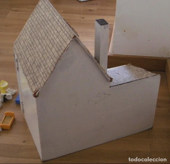 Casas de Muñecas: casa de muñecas de madera (chapado) con algunos muebles de plastico (años 60 aprox) - Foto 13 - 145289634