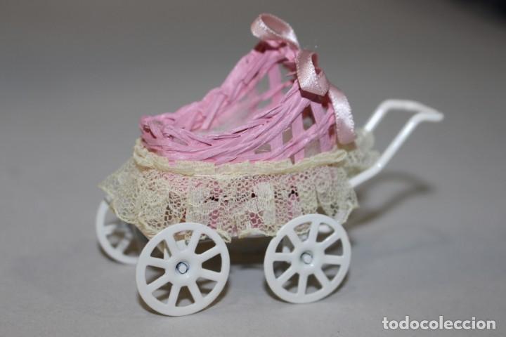 Casas de Muñecas: Precioso Carrito de bebé en Miniatura Para Casa de Muñecas.Estado Perfecto - Foto 2 - 145622342