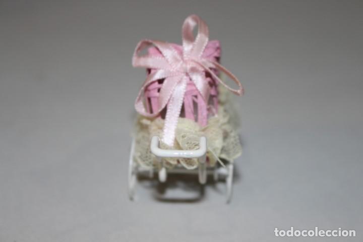 Casas de Muñecas: Precioso Carrito de bebé en Miniatura Para Casa de Muñecas.Estado Perfecto - Foto 5 - 145622342