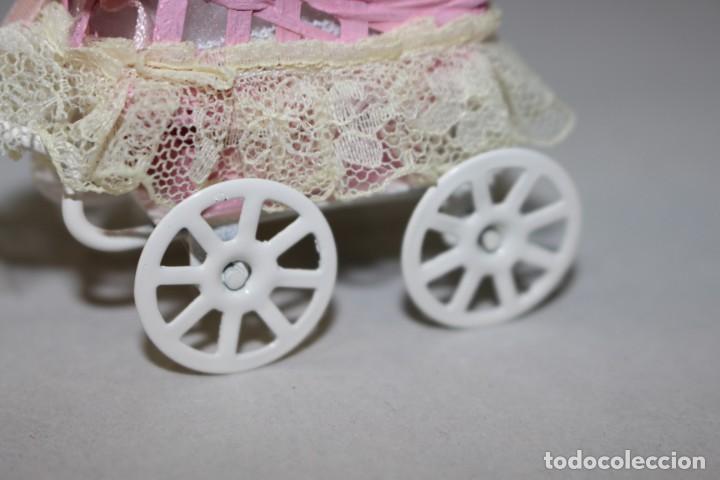 Casas de Muñecas: Precioso Carrito de bebé en Miniatura Para Casa de Muñecas.Estado Perfecto - Foto 6 - 145622342