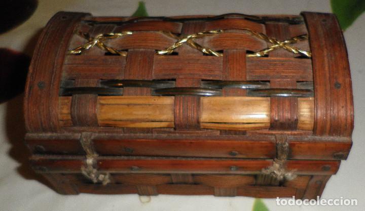 Casas de Muñecas: baul de madera y caña 13 cms de largo y 7 cms de altura - Foto 3 - 147762882
