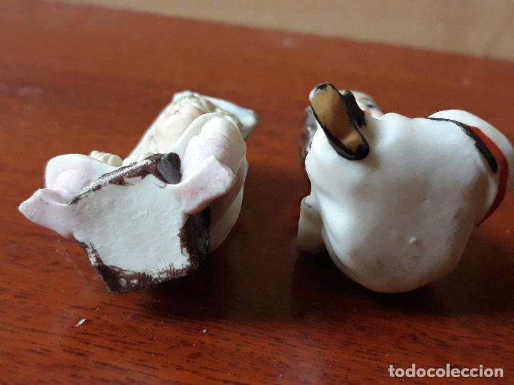 Casas de Muñecas: Antiguas figuras porcelana biscuit- niña gorro papel- miniatura casa muñecas - Foto 5 - 149589426