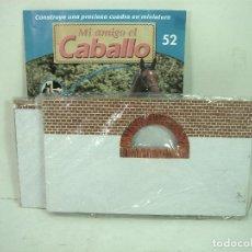 Casas de Muñecas: MI AMIGO EL CABALLO- DOS PAREDES LATERALES -PLANETA DE AGOSTINI 2002-CASA MUÑECAS CUADRA ESTABLO. Lote 150161626