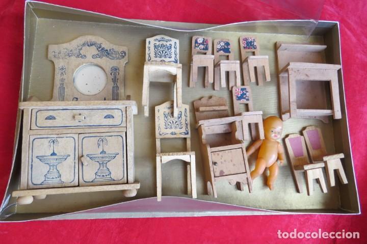 LOTE MUEBLES MADERA ANTIGUOS VARIOS Y MUÑECO BEBE CELULOIDE (Juguetes - Casas de Muñecas, mobiliarios y complementos)