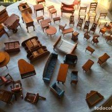 Casas de Muñecas: LOTE DE 46 MUEBLES DE MADERA. Lote 158451294