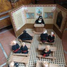 Casas de Muñecas: ANTIGUA ESCUELA - COLEGIO RELIGIOSO DE MUÑECAS -. Lote 162948297