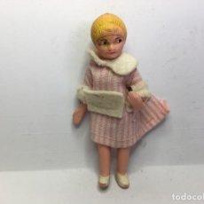 Case di Bambole: ANTIGUA FIGURA DE CASA DE MUÑECAS DE GOMA Y ALAMBRE. Lote 164296666