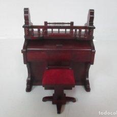 Casas de Muñecas: PIANO Y BANQUETA MINIATURA - CASAS DE MUÑECAS - MADERA - TODO TIPO DE DETALLES.. Lote 166254698