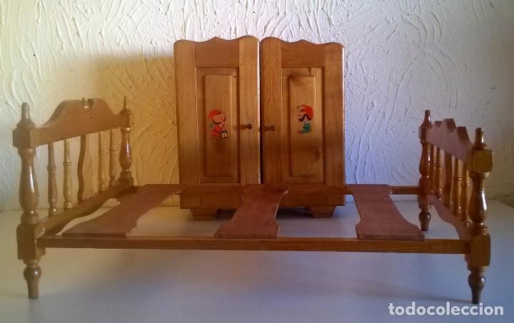 ARMARIO Y CAMA DE MADERA - MUEBLES PARA MUÑECAS - VINTAGE - AÑO 1977 APROX - PARA RESTAURAR (Juguetes - Casas de Muñecas, mobiliarios y complementos)