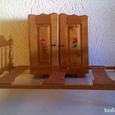 Casas de Muñecas: ARMARIO Y CAMA DE MADERA - MUEBLES PARA MUÑECAS - VINTAGE - AÑO 1977 APROX - PARA RESTAURAR. Lote 167635088