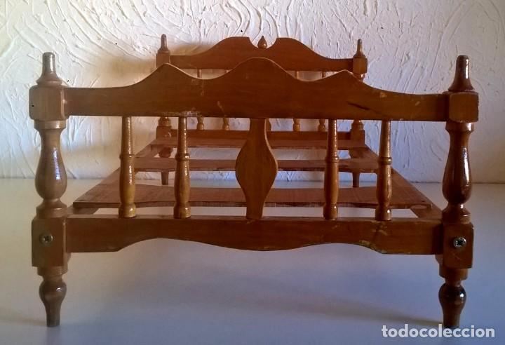 Casas de Muñecas: ARMARIO Y CAMA DE MADERA - MUEBLES PARA MUÑECAS - VINTAGE - AÑO 1977 APROX - PARA RESTAURAR - Foto 26 - 167635088