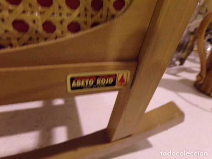 Casas de Muñecas: precioso conjunto dormitorio muñeca abeto rojo cuna armario buen estado tocador espejo - Foto 3 - 169000392