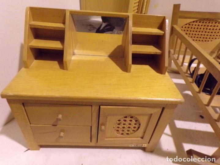 Casas de Muñecas: precioso conjunto dormitorio muñeca abeto rojo cuna armario buen estado tocador espejo - Foto 5 - 169000392