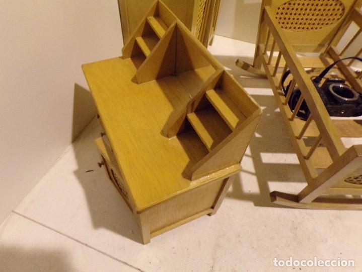 Casas de Muñecas: precioso conjunto dormitorio muñeca abeto rojo cuna armario buen estado tocador espejo - Foto 7 - 169000392
