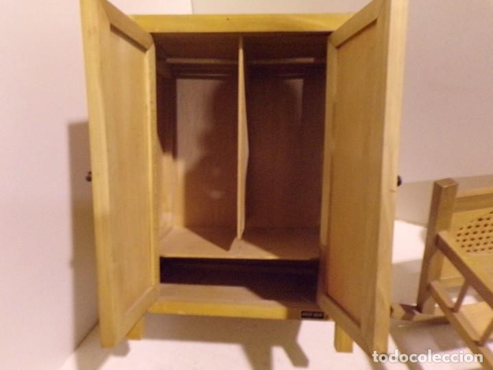 Casas de Muñecas: precioso conjunto dormitorio muñeca abeto rojo cuna armario buen estado tocador espejo - Foto 9 - 169000392