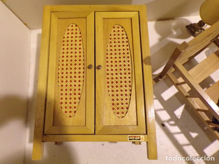 Casas de Muñecas: precioso conjunto dormitorio muñeca abeto rojo cuna armario buen estado tocador espejo - Foto 10 - 169000392