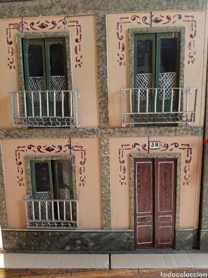 Casas de Muñecas: Importante casa de muñecas en madera policromada, 8 estancias. Adaptada a la luz eléctrica. S. XIX. - Foto 2 - 169337600
