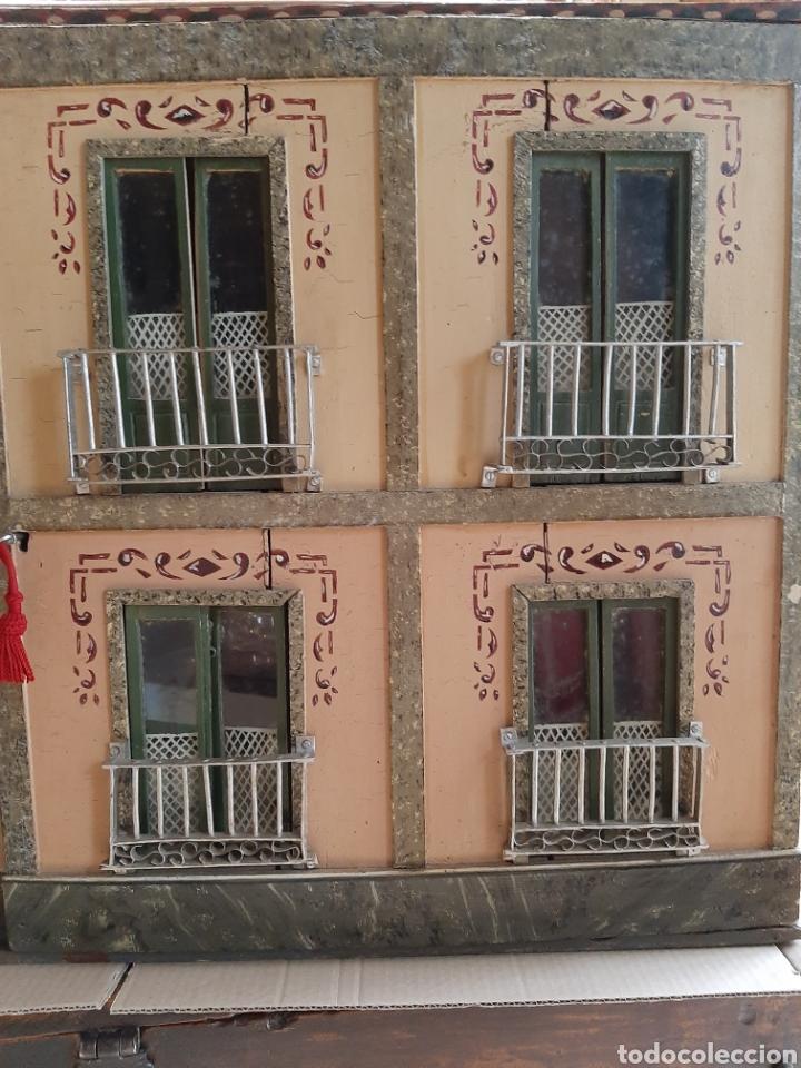 Casas de Muñecas: Importante casa de muñecas en madera policromada, 8 estancias. Adaptada a la luz eléctrica. S. XIX. - Foto 3 - 169337600