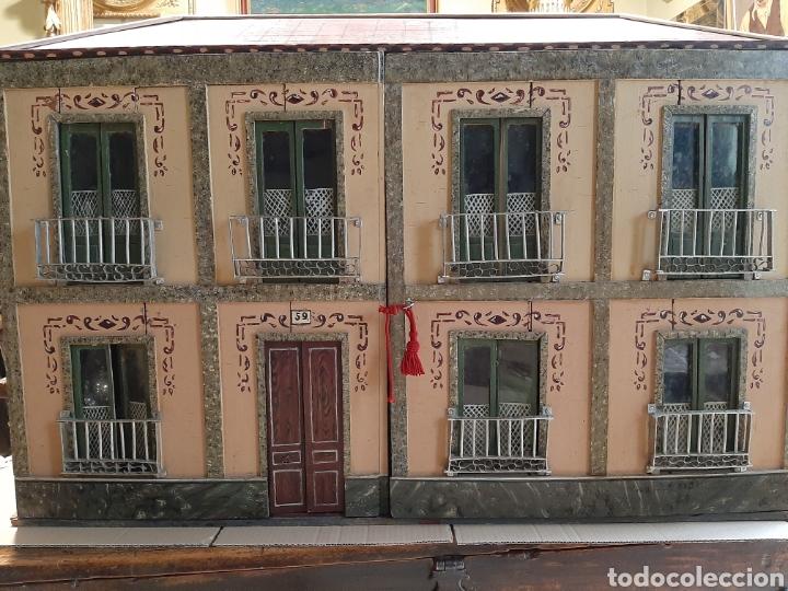 Casas de Muñecas: Importante casa de muñecas en madera policromada, 8 estancias. Adaptada a la luz eléctrica. S. XIX. - Foto 4 - 169337600