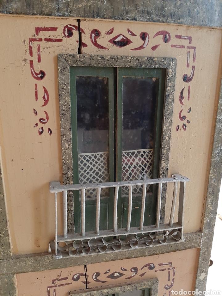 Casas de Muñecas: Importante casa de muñecas en madera policromada, 8 estancias. Adaptada a la luz eléctrica. S. XIX. - Foto 5 - 169337600