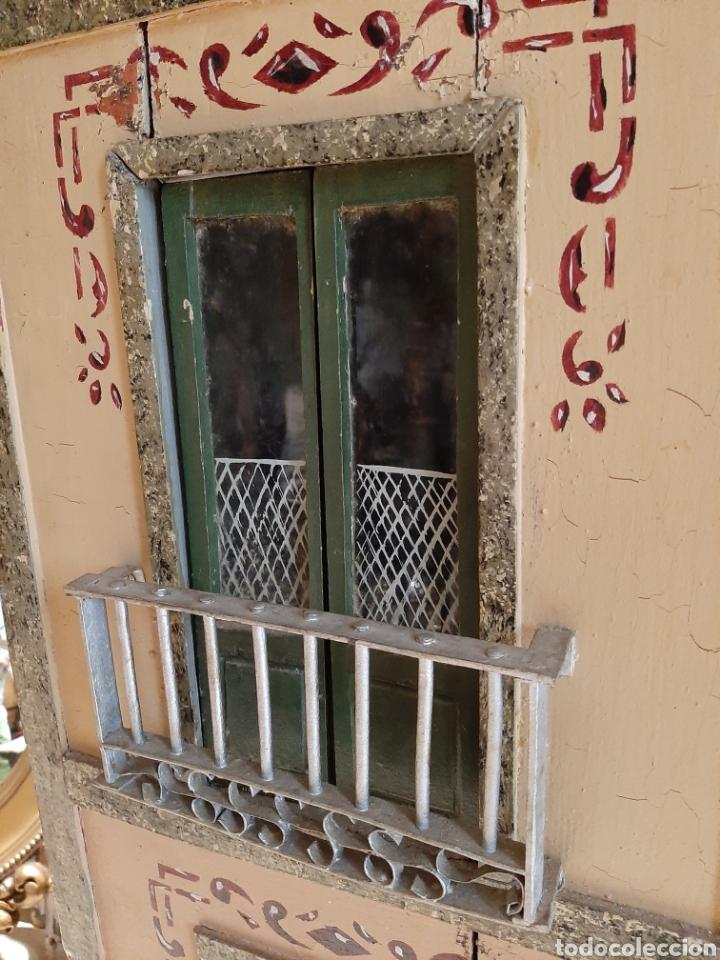 Casas de Muñecas: Importante casa de muñecas en madera policromada, 8 estancias. Adaptada a la luz eléctrica. S. XIX. - Foto 6 - 169337600