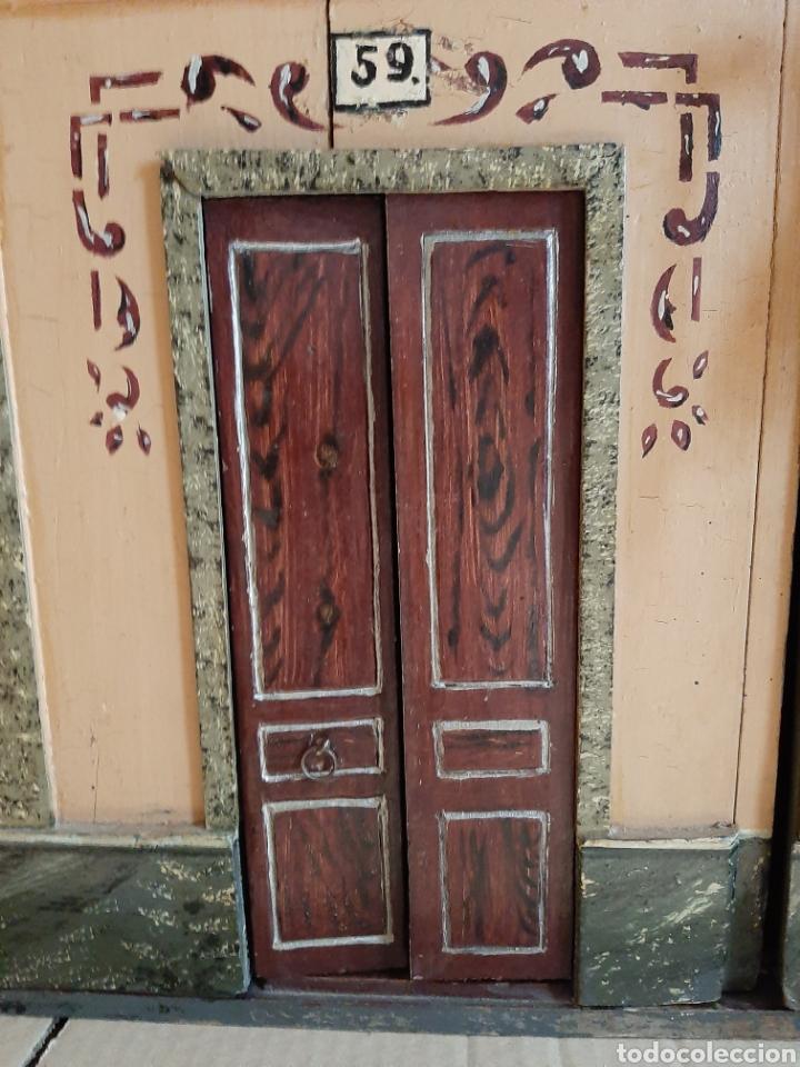 Casas de Muñecas: Importante casa de muñecas en madera policromada, 8 estancias. Adaptada a la luz eléctrica. S. XIX. - Foto 8 - 169337600