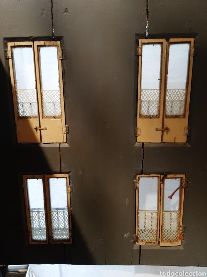 Casas de Muñecas: Importante casa de muñecas en madera policromada, 8 estancias. Adaptada a la luz eléctrica. S. XIX. - Foto 9 - 169337600