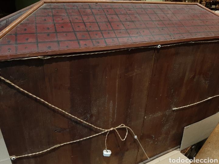 Casas de Muñecas: Importante casa de muñecas en madera policromada, 8 estancias. Adaptada a la luz eléctrica. S. XIX. - Foto 12 - 169337600