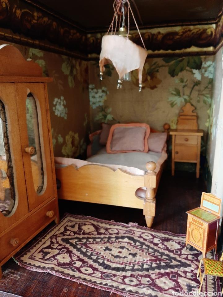 Casas de Muñecas: Importante casa de muñecas en madera policromada, 8 estancias. Adaptada a la luz eléctrica. S. XIX. - Foto 15 - 169337600