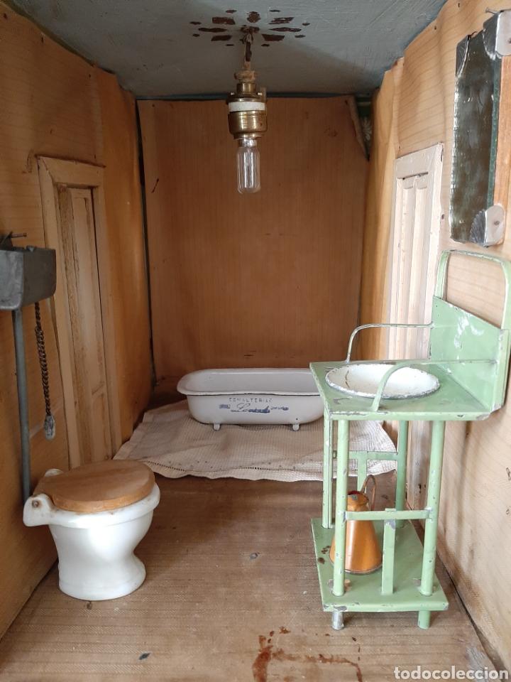 Casas de Muñecas: Importante casa de muñecas en madera policromada, 8 estancias. Adaptada a la luz eléctrica. S. XIX. - Foto 16 - 169337600
