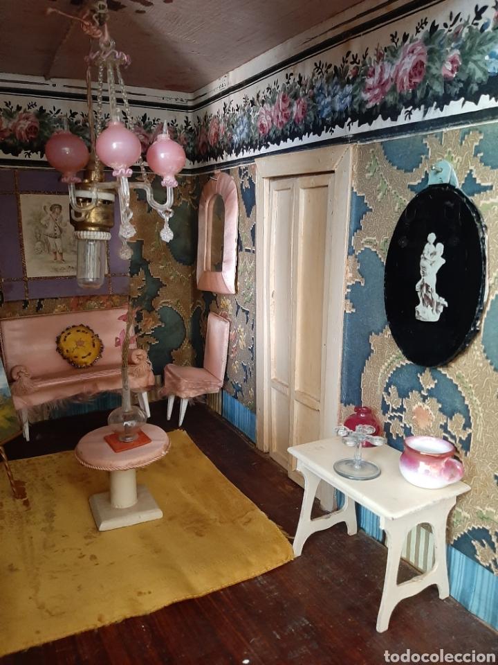 Casas de Muñecas: Importante casa de muñecas en madera policromada, 8 estancias. Adaptada a la luz eléctrica. S. XIX. - Foto 17 - 169337600