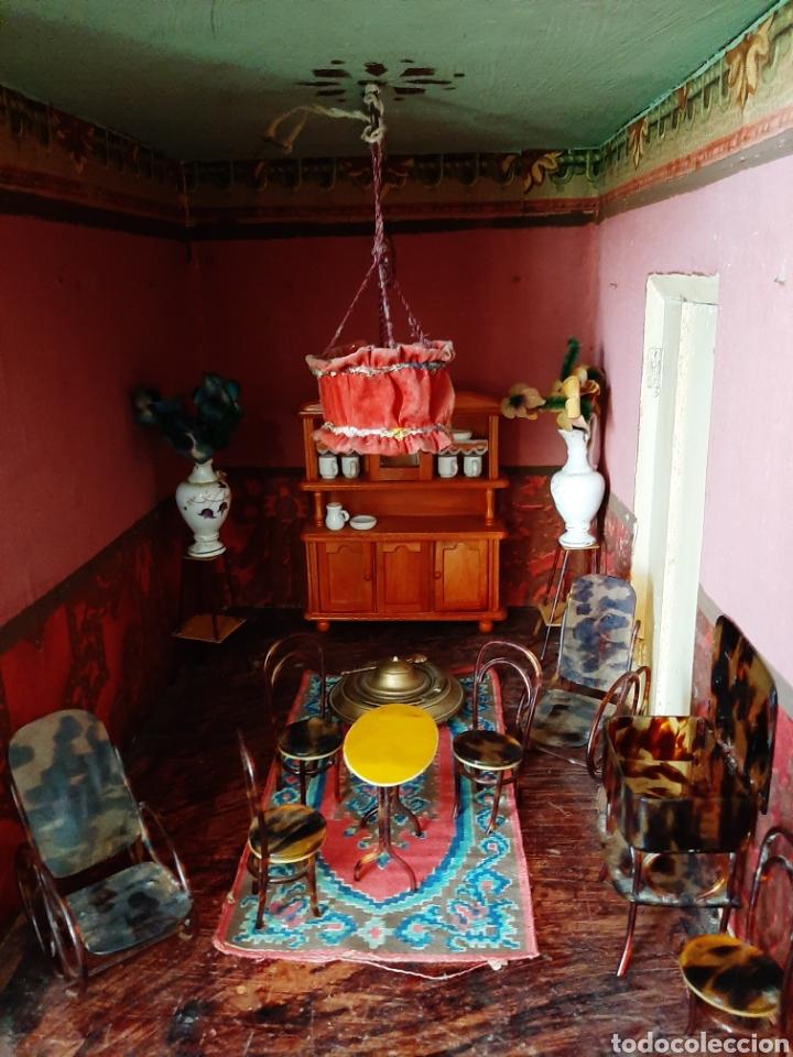 Casas de Muñecas: Importante casa de muñecas en madera policromada, 8 estancias. Adaptada a la luz eléctrica. S. XIX. - Foto 23 - 169337600