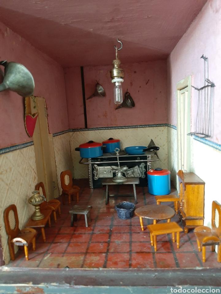 Casas de Muñecas: Importante casa de muñecas en madera policromada, 8 estancias. Adaptada a la luz eléctrica. S. XIX. - Foto 27 - 169337600