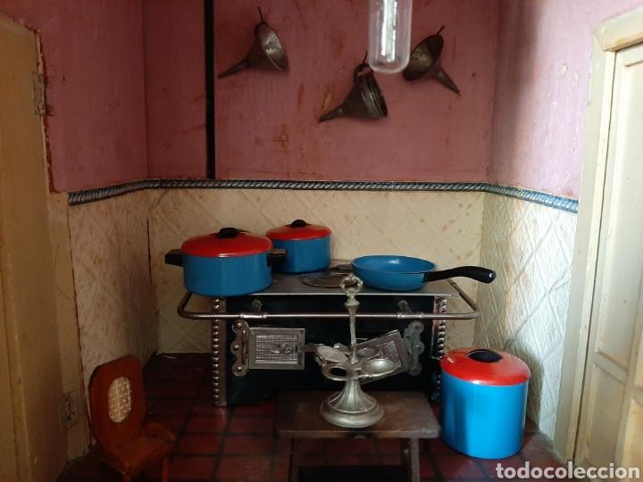 Casas de Muñecas: Importante casa de muñecas en madera policromada, 8 estancias. Adaptada a la luz eléctrica. S. XIX. - Foto 28 - 169337600