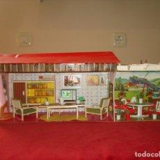 Casas de Muñecas: FAMILIA HAGARIN SALITA TECHADA Y JARDIN CON PERGOLAS SERIE AMARILLA DE MODISA. Lote 171707915