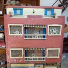 Casas de Muñecas: CASA DE MUÑECAS AÑOS 60 CON LUZ. Lote 175343172