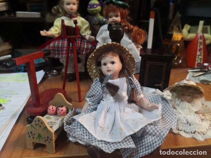 Casas de Muñecas: Lote 9 piezas muñecas porcelana y accesorios para casa muñecas - Foto 2 - 177569255