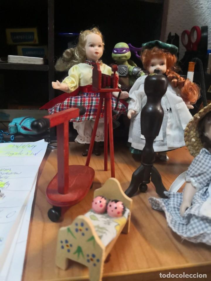 Casas de Muñecas: Lote 9 piezas muñecas porcelana y accesorios para casa muñecas - Foto 4 - 177569255