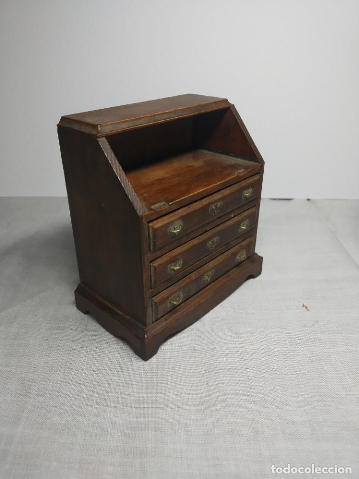 Casas de Muñecas: Antiguo y precioso mueble de madera para Casitas de muñecas, con tiradores metálicos. - Foto 3 - 178234501