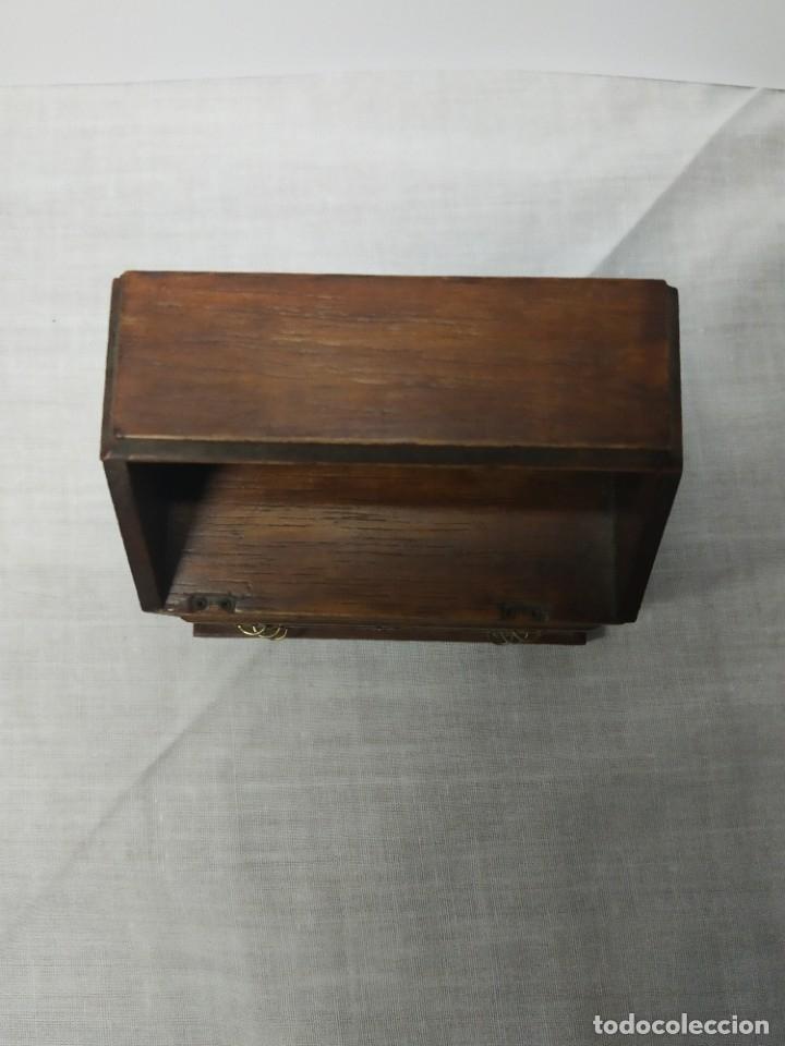 Casas de Muñecas: Antiguo y precioso mueble de madera para Casitas de muñecas, con tiradores metálicos. - Foto 9 - 178234501
