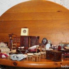 Casas de Muñecas: LOTE DE MUEBLES,COMPLEMENTOS Y MUÑECA PARA CASA DE MUÑECA DE MADERA ESTILO ISABELINO. Lote 178910123
