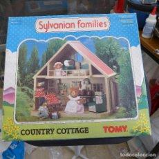 Casas de Muñecas: SYLVANIAN FAMILIES COUNTRY COTTAGE DE TOMY. Lote 179247767