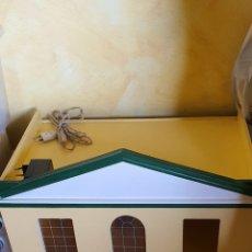 Casas de Muñecas: MAGNIFICA CASA DE MUÑECAS CON COMPLEMENTOS. Lote 183281505