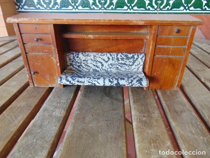 ANTIGUO MUEBLE SOFA CAMA EN MADERA PARA CASA O COMPLEMENTO DE MUÑECAS REPASAR (Juguetes - Casas de Muñecas, mobiliarios y complementos)