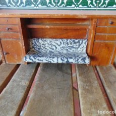 Casas de Muñecas: ANTIGUO MUEBLE SOFA CAMA EN MADERA PARA CASA O COMPLEMENTO DE MUÑECAS REPASAR. Lote 186389510