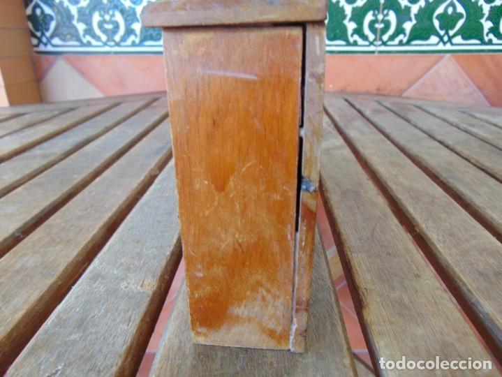 Casas de Muñecas: ANTIGUO MUEBLE SOFA CAMA EN MADERA PARA CASA O COMPLEMENTO DE MUÑECAS REPASAR - Foto 5 - 186389510