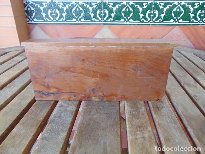 Casas de Muñecas: ANTIGUO MUEBLE SOFA CAMA EN MADERA PARA CASA O COMPLEMENTO DE MUÑECAS REPASAR - Foto 6 - 186389510