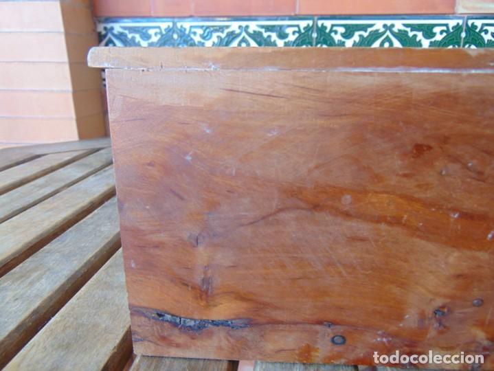 Casas de Muñecas: ANTIGUO MUEBLE SOFA CAMA EN MADERA PARA CASA O COMPLEMENTO DE MUÑECAS REPASAR - Foto 7 - 186389510