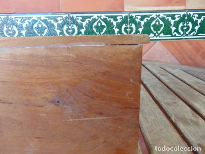 Casas de Muñecas: ANTIGUO MUEBLE SOFA CAMA EN MADERA PARA CASA O COMPLEMENTO DE MUÑECAS REPASAR - Foto 8 - 186389510